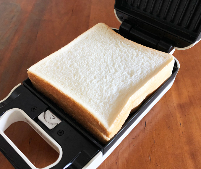 食パンが耳まで入るプレートサイズ